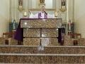 FOTO kňaza obletela celý svet: Ľudia ho milujú, veď pozrite na to, čo má pred oltárom
