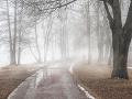 Opatrnosti nikdy nie je dosť: Meteorológovia varujú, dajte si pozor na hmlu i poľadovicu