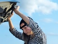 FOTO Žene strašne smrdelo auto: Otvorila kapotu, ukrývala to najšialenejšie tajomstvo