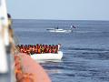 Francúzska pobrežná stráž zachránila 31 migrantov: Na lodi sa dostali do problémov