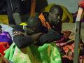 Pri pobreží Líbye zachránili vyše 200 migrantov: Plavili sa na nafukovacích člnoch