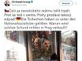 Policajti sa zaoberajú predajom gumových masiek Hitlera v Prahe.