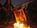 Tisíce demonštrantov narušili v Barcelone návštevu kráľa, pálili aj jeho podobizne