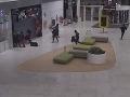 VIDEO z pol miliónovej krádeže šperkov v Bratislave: FOTO Oblečenie páchateľov sa môže povaľovať pri D2