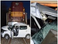 Vážna nehoda na priecestí: FOTO Vlak sa zrazil s autom, jeho vodiča ratovali leteckí záchranári