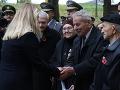 Prezidentka SR Zuzana Čaputová (uprostred) počas pietneho aktu kladenia vencov