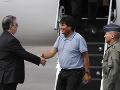 Mexický minister zahraničia Marcelo Ebrard víta Eva Moralesa