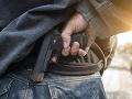 Chvíle hrôzy v obchode: Muž postrelil iného zákazníka, podarilo sa mu uniknúť polícii