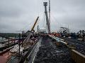 Nový most v Komárne prepojil oba brehy Dunaja: Otvoriť by ho mali v máji