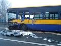 FOTO Ďalšia nehoda autobusu: Pri Břeclavi havarovalo osem áut, za všetkým je poľadovica