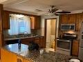 FOTO Inzerát na predaj domu vyvolal obrovský záujem: Kvôli hanebnému detailu na stole, vidíte ho?