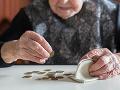 Dôchodkyňa v Topoľčanoch prišla o peniaze, dvojica podvodníkov ju okradla priamo v jej byte