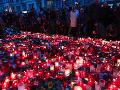 FOTO Tisíce Čechov v uliciach Prahy: Takto si pripomínajú výročie Nežnej revolúcie