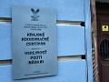 Pamätná tabula na niekdajšom sídle Krajského koordinačného centra Verejnosti proti násiliu odhalená pri príležitosti 30. výročia Nežnej revolúcie v Banskej Bystrici.
