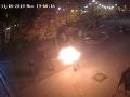 VIDEO desivej scény z centra Bratislavy: Muž sa podpálil, dôvod je šokujúci