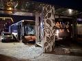 Desivá bilancia: Autobus vošiel do protismeru, jeden mŕtvy, 23 zranených, autá na šrot