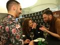 Anička Tásler Onderková sa počas večera zabávala v spoločnosti Jakuba Petraníka, jeho partnera Petra a kamaráta Mateja Koreňa.