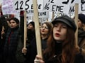 FOTO Tisícky ľudí vyšli v metropole Francúzska do ulíc: Ostro odsúdili násilie voči ženám
