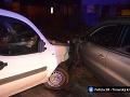 Poriadne opitý vodič si sadol za volant: FOTO Nezvládol jazdu a narazil do zaparkovaného auta
