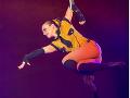 Hrôza v cirkuse: Krásnej akrobatke vykĺzla počas predstavenia noha zo slučky, strašný pád