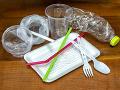 Koniec jednorazových plastových výrobkov na Slovensku: Parlament ich zakázal