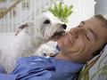Lekári zverejnili správu o desivom prípade aj s odstrašujúcim FOTO! Muža oblízal pes, umrel