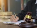 Komunikácia v nerozhodnutej a prejednávanej veci medzi advokátom a sudcom je neprípustná
