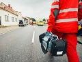 Takúto neúctu si záchranári nezaslúžili: Mladík pridal plyn a jedného z nich takmer zrazil