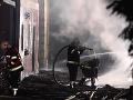 VIDEO Požiar v obci Hallstatt zničil niekoľko domov: Jeden z hasičov utrpel vážne zranenia