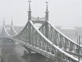 Zlé počasie zasiahlo aj Maďarsko, sneženie a mrznúci dážď spôsobujú meškanie letov