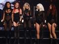 Speváčky mnohým divákom pripomínali pracovníčky zo striptízového klubu.