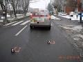 FOTO Nepozornú tínedžerku v Lučenci zrazilo auto: Vyviazla len s ľahkými zraneniami