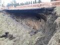 AKTUÁLNE Zosun cesty v obci Michalová: FOTO z miesta, polícia upozorňuje na obmedzenia
