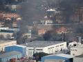 Továreň zachvátil obrovský požiar