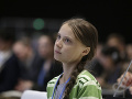 Thunbergová odmieta cestovať letecky: Domov sa vracala preplneným vlakom