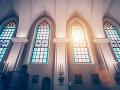 Homosexuálne vyobrazenie prvotného hriechu v kostole vyvolalo nevôľu