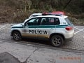 FOTO Opitý vodič nabúral v Bystrici do policajného auta: Snažil sa ujsť