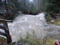 Výdatný dážď a topiaci sa sneh robia šarapatu: V týchto okresoch hrozia povodne