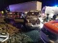 PRÁVE TERAZ Smrteľná nehoda pri Dolnom Kubíne: FOTO Dopravu riadia policajti