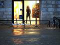VIDEO Silné dažde a prudký vietor vo Francúzsku: Hlásia jednu obeť a päť zranených