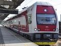 Pozor, vlaky sa postupne napĺňajú: Niektoré z nich sú už úplne obsadené