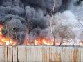 VIDEO V meste Sedlčany horela skládka kovošrotu: Dym ohrozoval životné prostredie