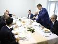 Opozičné strany podpísali veľkú predvolebnú dohodu! Pakt o neútočení zajedli Hlinovou kapustnicou