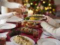 Slováci majú radi tradície, na Vianoce nesmie chýbať ryba a šalát: Na darčeky sú ochotní si aj požičať