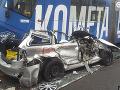 VIDEO Hrôzostrašná nehoda v Brne: Vodič chcel preletieť medzi električkami, tie ho zlisovali