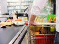Potravinoví inšpektori si znova posvietili na naše obchody: Odhalili viacero nechutností