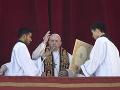 Pápež požehnal svetu: Vo vianočnom posolstve vyzval na mier vo svete