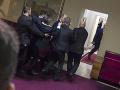 Masová bitka v čiernohorskom parlamente! VIDEO Poslanci sa do seba pustili kvôli zákonu