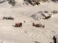 Obrovská tragédia v Taliansku: V lyžiarskom stredisku sa strhla lavína, zomrela žena s dvoma deťmi
