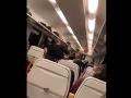 VIDEO brutálneho incidentu z Česka: Rozzúrený vlakvedúci mlátil obuškom cestujúceho!